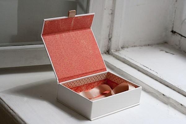 chất liệu in hộp đựng mỹ phẩm