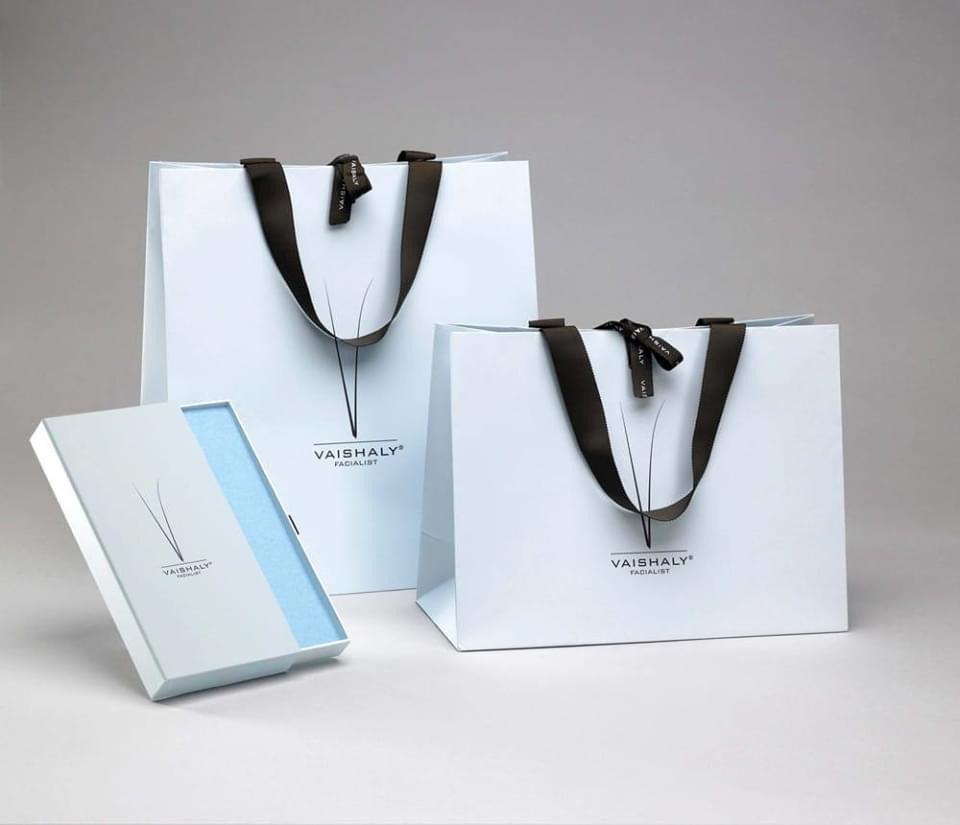mức giá in logo lên túi giấy rất đa dạng, tùy theo đơn vị cung cấp và nhiều yếu tố khác nhau